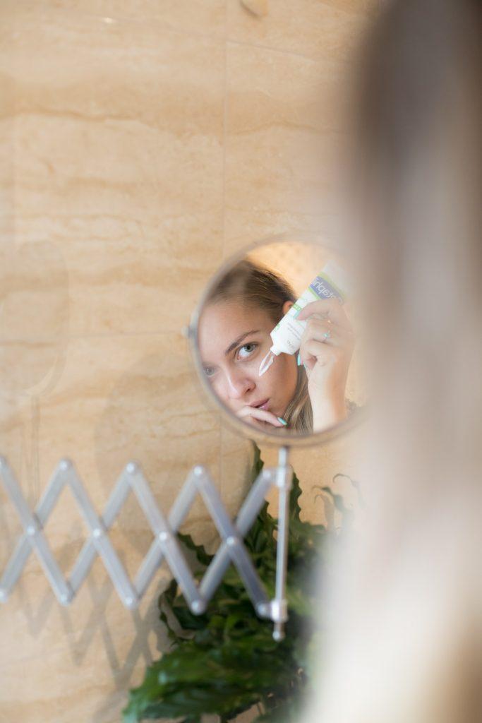 acne adulta 683x1024 - Acne adulta: descubra o que causa e como evitar!