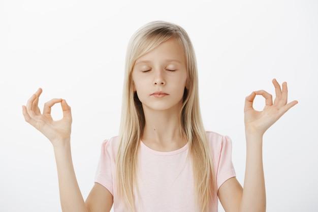 criancameditando - Mindfullness para criança, um santo remédio